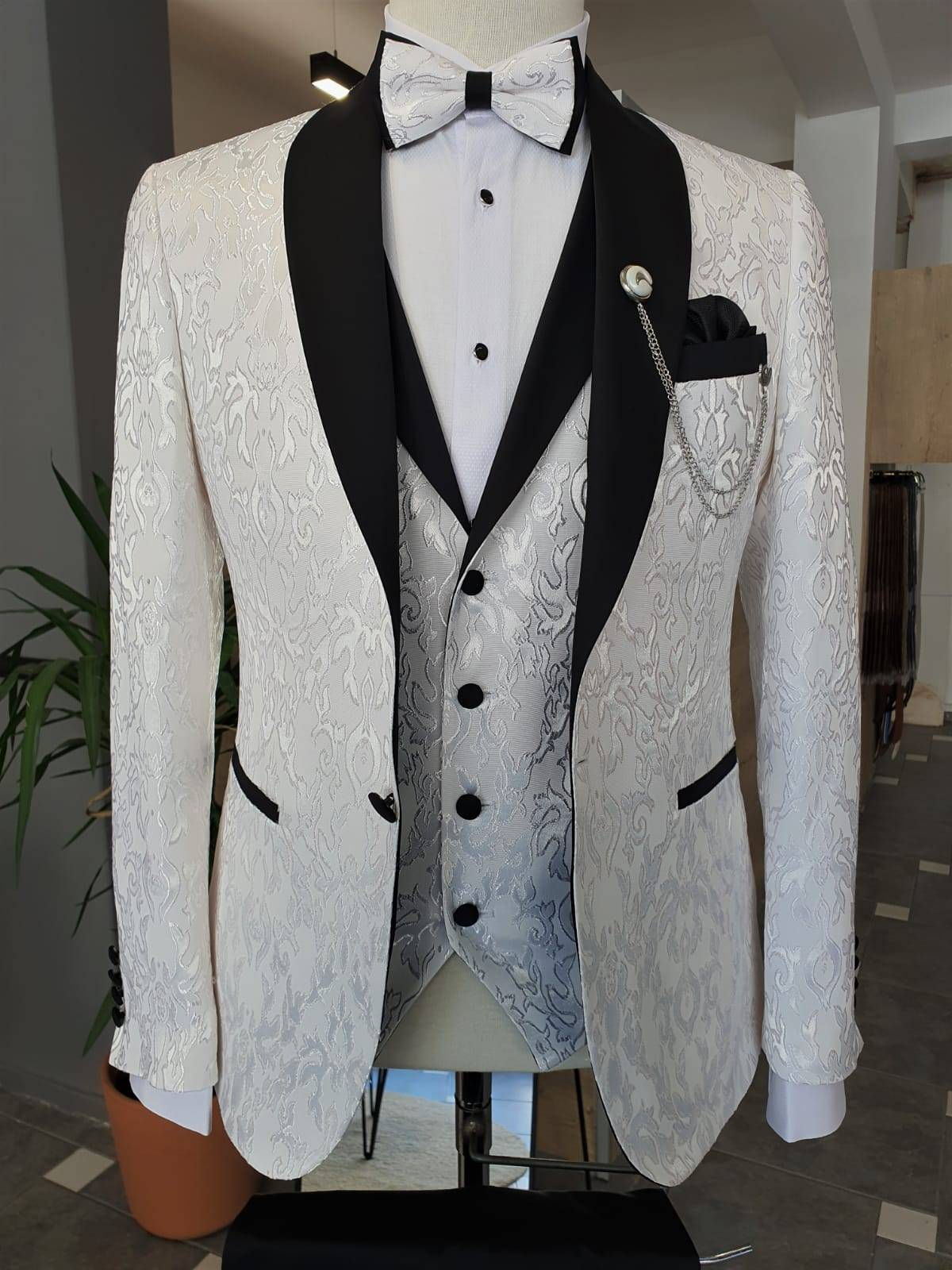 White Slim Fit Shawl Lapel Tuxedo
